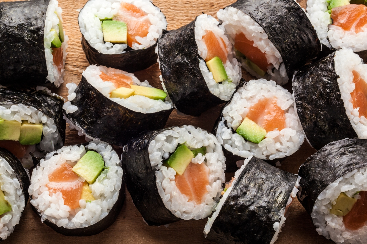 salmon_avocado_maki.jpg